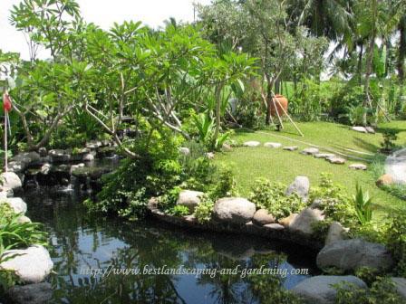 Taman Kolam dengan nuansa pedesaaan